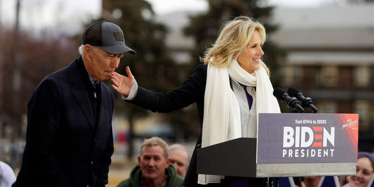 Biden nibbles on wife's finger in bizarre campaign stop moment