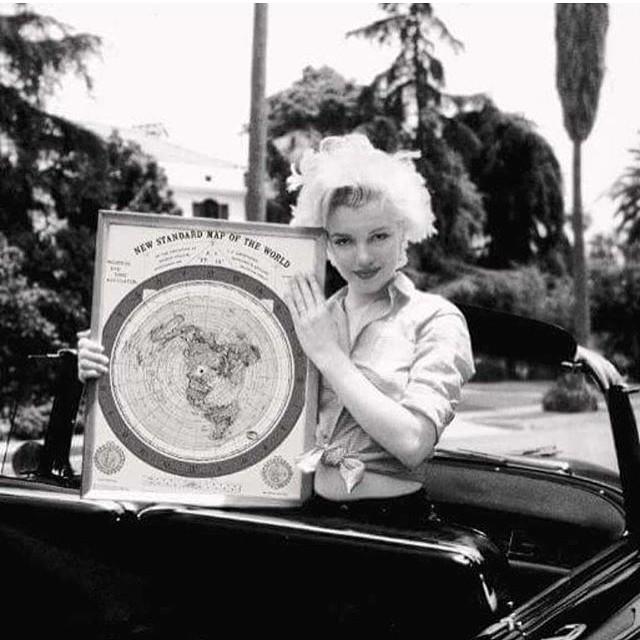 Marilyn Monroe Holding Gleason's New Standard Map of the World : pics