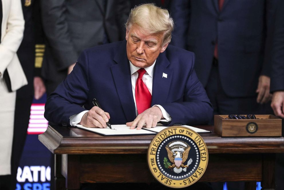 Trump holds self-congratulatory vaccine 'summit,' dismisses concerns over  virus spread - ABC News
